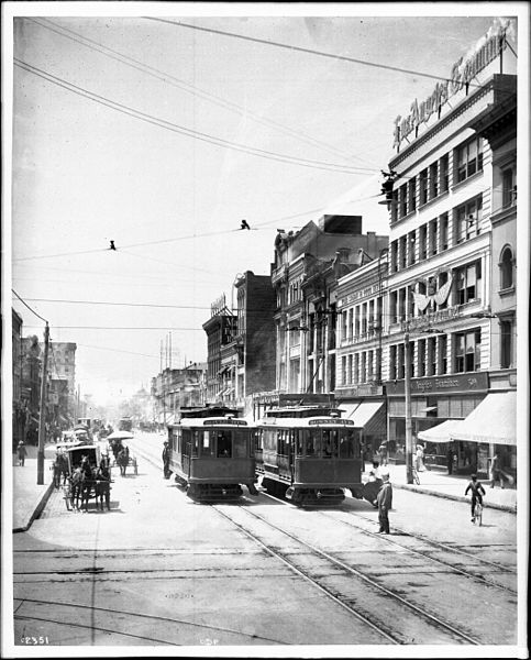 Los Angeles, Broadway and Fifth Street (ca.1908). Courtesy California Historical Society.