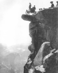 Locomobile at GlacierPoint in Yosemite Valley (1900).