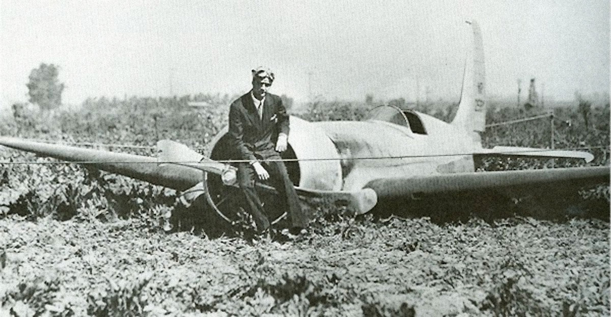 Howard Hughes H-1 Racer crash.