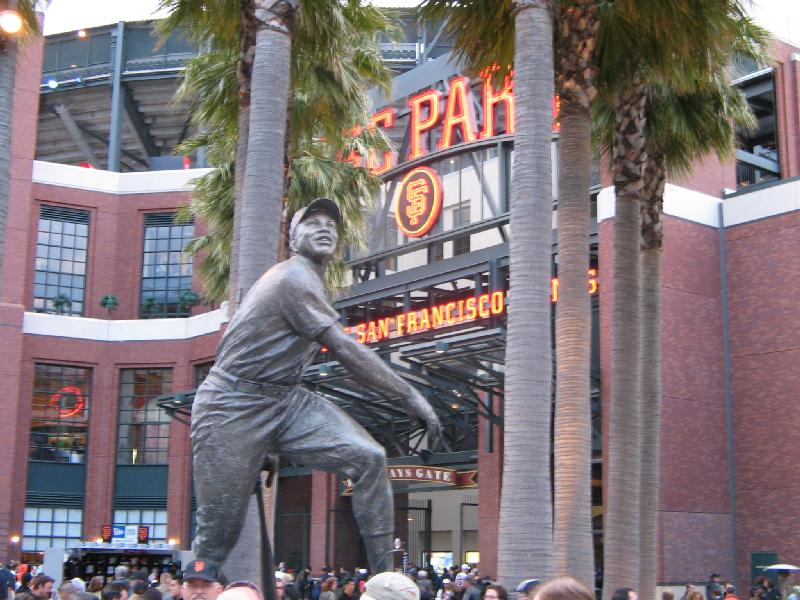 Willie Mays statue.