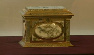 Oakland Museum of California, gold-and-quartz jewelry box (1869-1878).