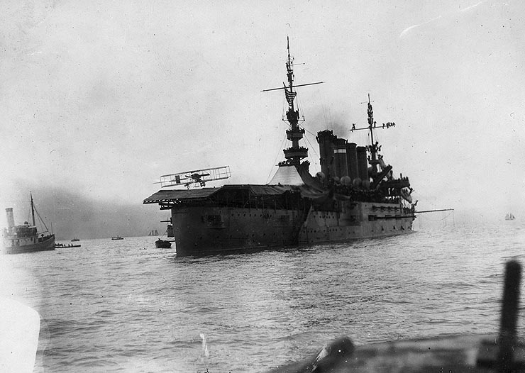 Eugene Ely landing on the deck of the USS Pennsylvania (1911).